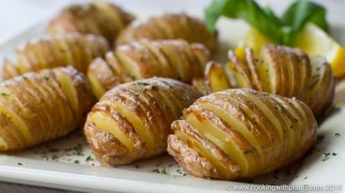 oven baked hasselback potatoes