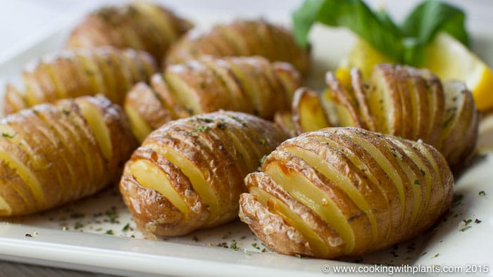 Oven Baked Garlic Hasselback Potatoes