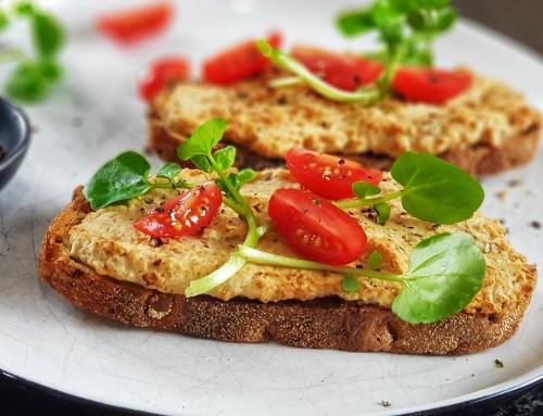 Vegan Breakfast Toasties – Hummus Pizza Style!